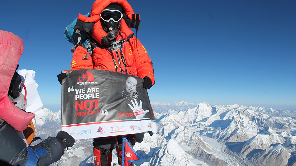 Chinh phục Everest trong 26 giờ