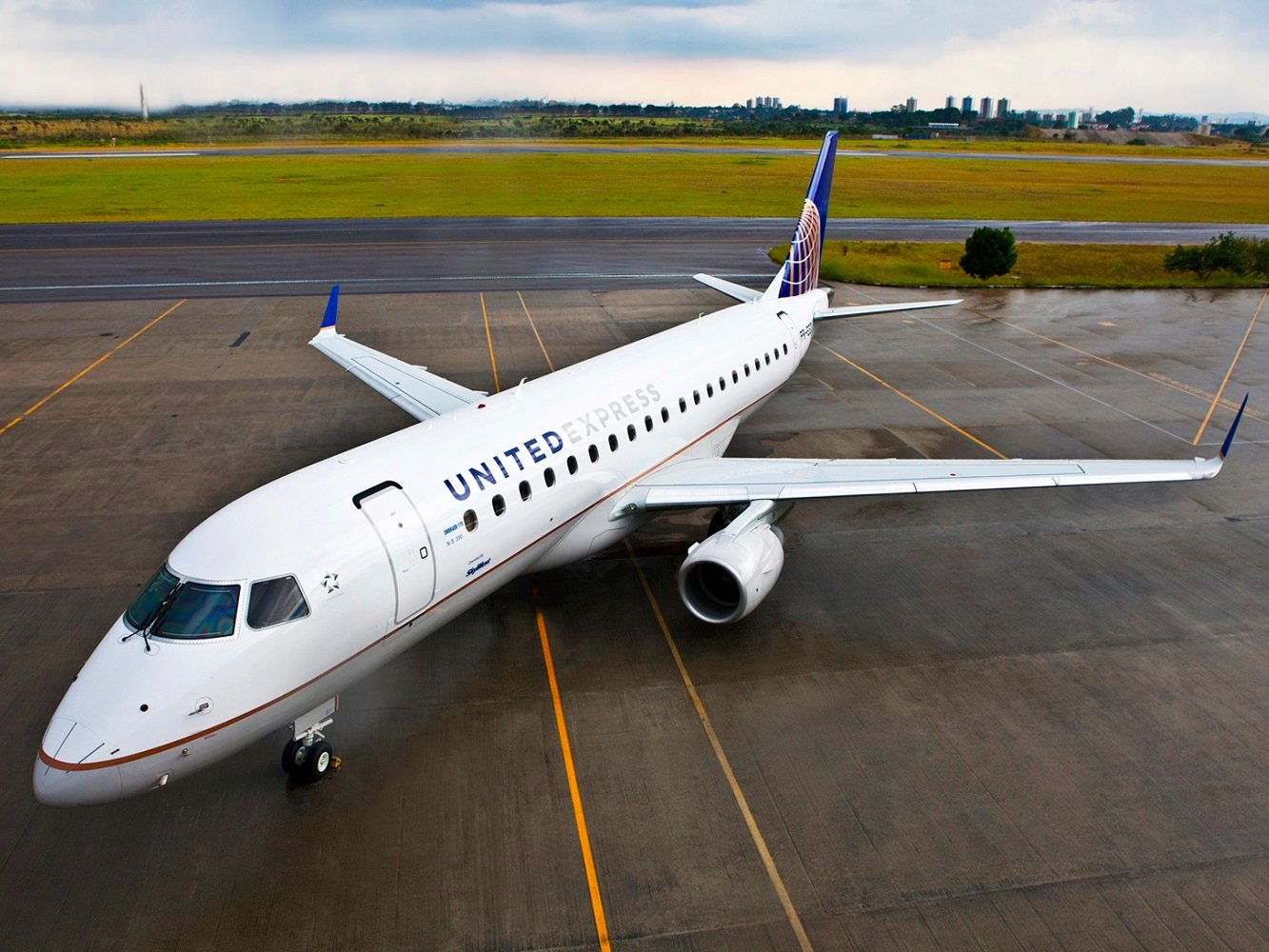 Chiếc Express Embraer E175 của United Airlines  /// Ảnh: United Airlines
