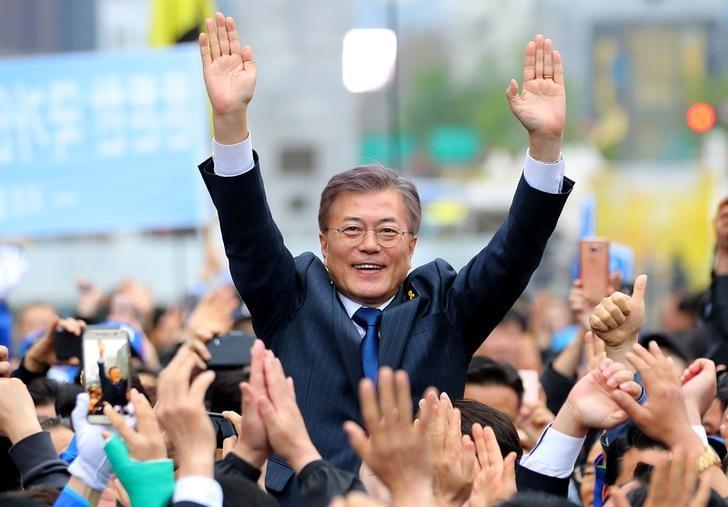 tong thong han quoc moon jae-in anh: reuters