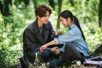 Lee Dong Wook đóng vai hồ ly trong 'Tale of the Nine Tailed' /// ẢNH: CẮT TỪ CLIP