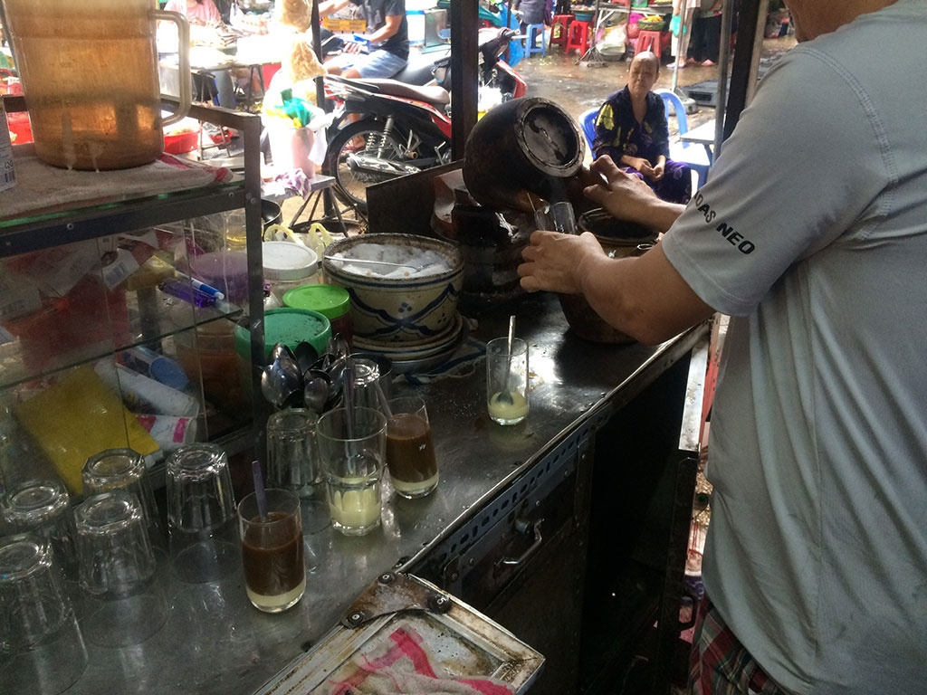 Coffee racket with over 60 years old /// Thai Duy