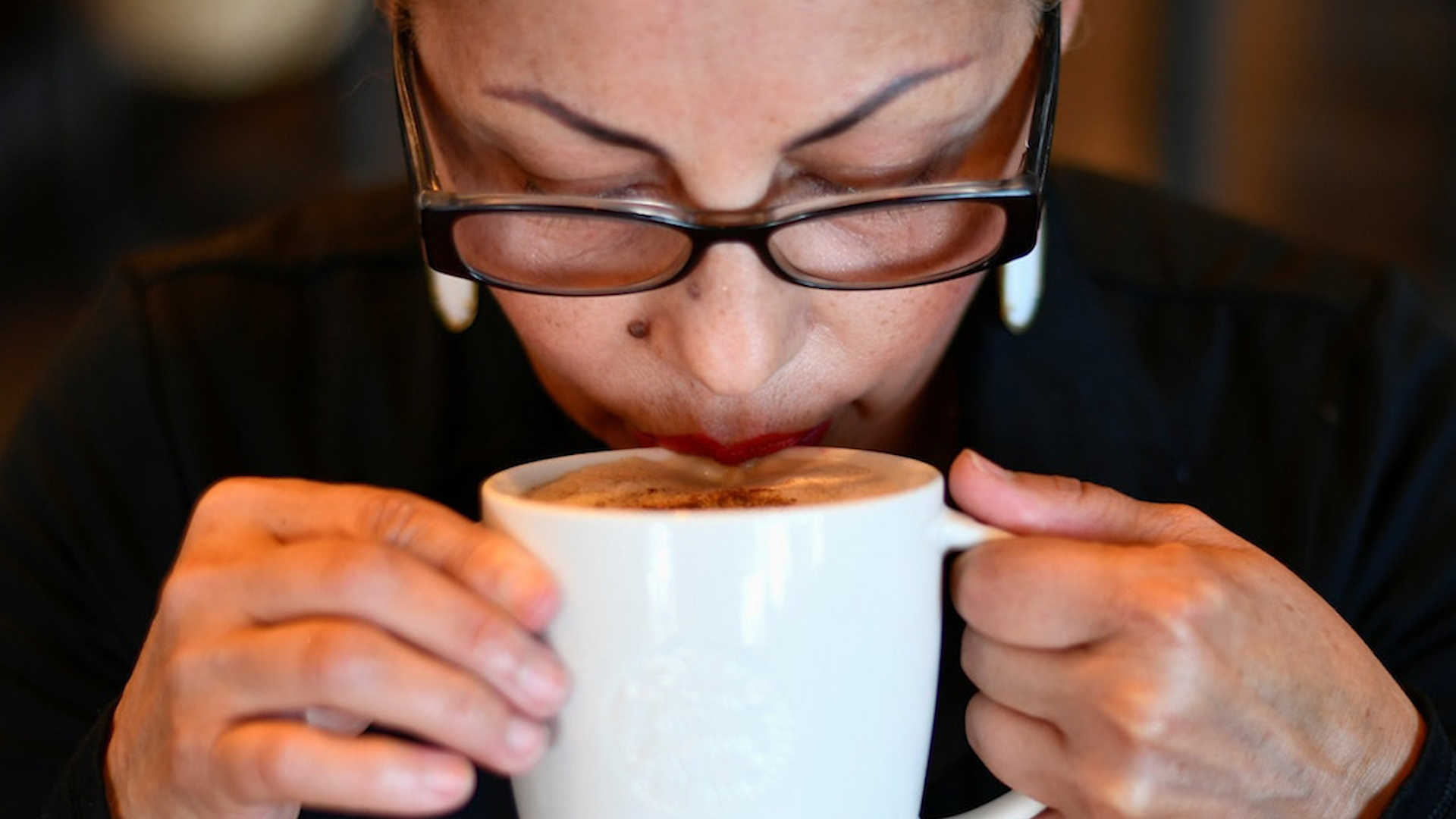 Drinking coffee every day can help reduce the risk of dying from heart disease and stroke - Photo 2