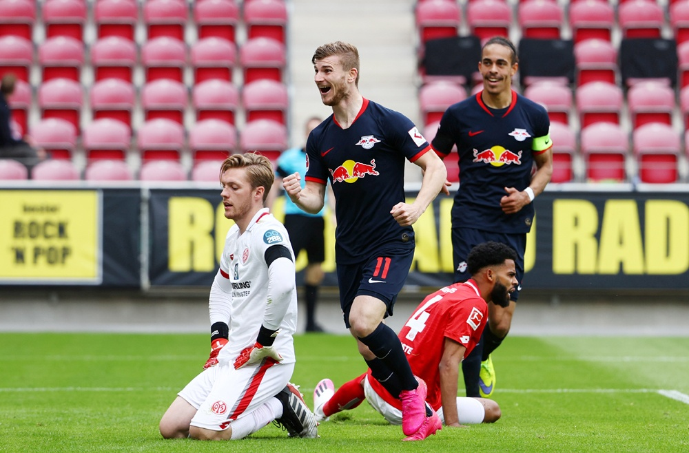 Timo Werner (số 11) lập hat-trick trong chiến thắng 5 sao của RB Leipzig