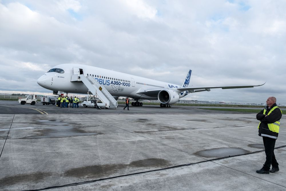 Airbus A350-1000 /// Ảnh: Bloomberg