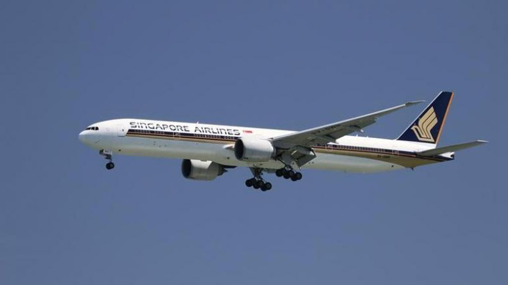 Chiếc Boeing 777-300ER của Singapore Airlines  /// Ảnh: Reuters