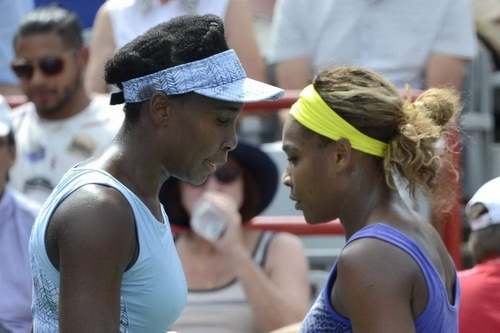 Venus Williams đánh bại Serena Williams tại Rogers Cup 2014