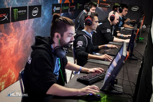 DreamHack Open Cluj-Napoca 2015 - Ngày 2: Phải thắng
