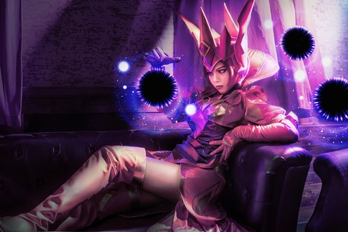 Cosplay LMHT: Lạnh lùng Syndra trong skin Queen of Diamonds