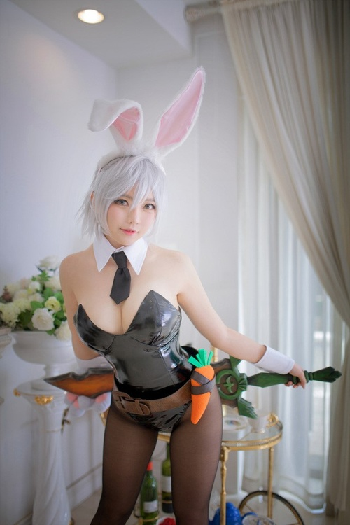 LMHT: cosplay Riven Thỏ Ngọc