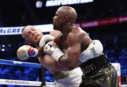 Mayweather thắng knock-out McGregor trong trận quyền anh tỉ USD - ảnh 1