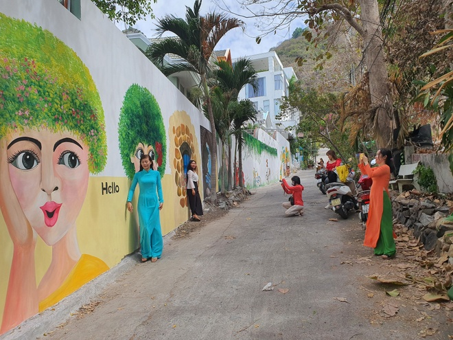 The mural alley in Vung Tau attracts many visitors to check-in - photo 1