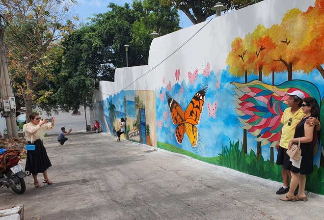 The frescoed alley in Vung Tau attracts many visitors to check-in - photo 4