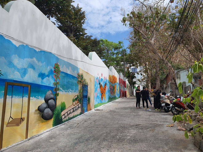 The mural alley in Vung Tau attracts many visitors to check-in - photo 3