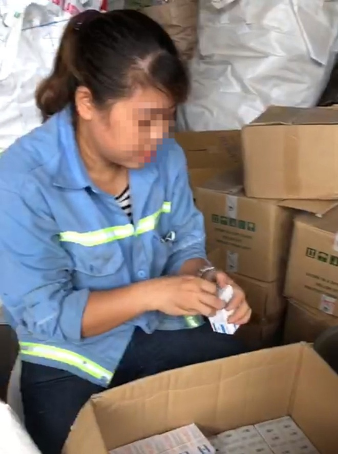 Employees of the Vinh Tan Hazardous Waste Processing Plant remove the medicine from the barrel and then hand it over to Mr. Tan