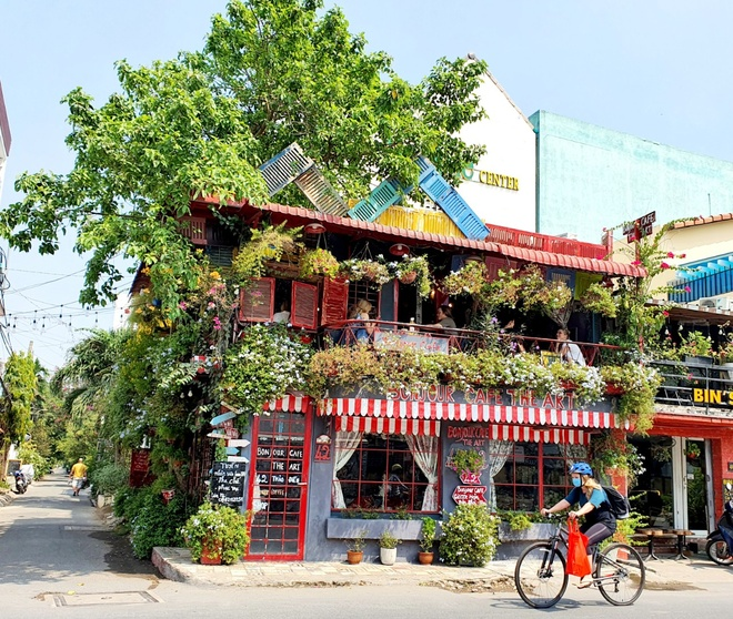 Where to 'check in' weekend in Ho Chi Minh City is beautiful and cool?  - Photo 4