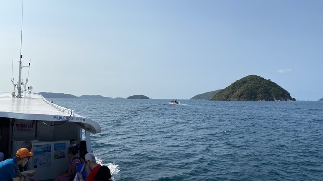 A day on Nam Du Island: One side is a cliff, the other is a vast sea - photo 4