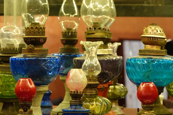 'Unique in the West': A collection of hundreds of old oil lamps and incandescent lamps - photo 2