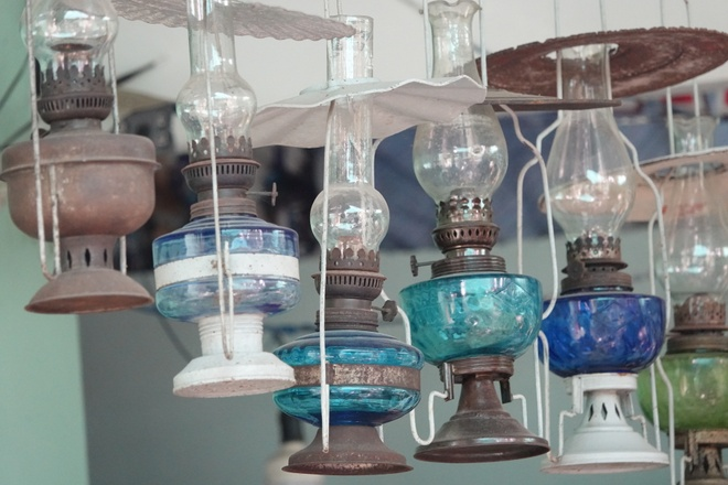 'Unique in the West': A collection of hundreds of old oil lamps and incandescent lamps - photo 3