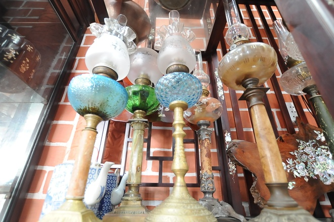 'Unique in the West': A collection of hundreds of old oil lamps and incandescent lamps - photo 4