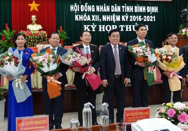 Binh Dinh Provincial People's Committee has a chairman and two new vice presidents - photo 1