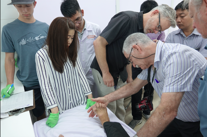 Doctors in the International Extremity Project's volunteer group have come to the Mekong Delta 10 times during the past 20 years to co-operate with Can Tho Central General Hospital to perform surgery on patients with foot and foot deformities /// PHOTO: DINH CAREER