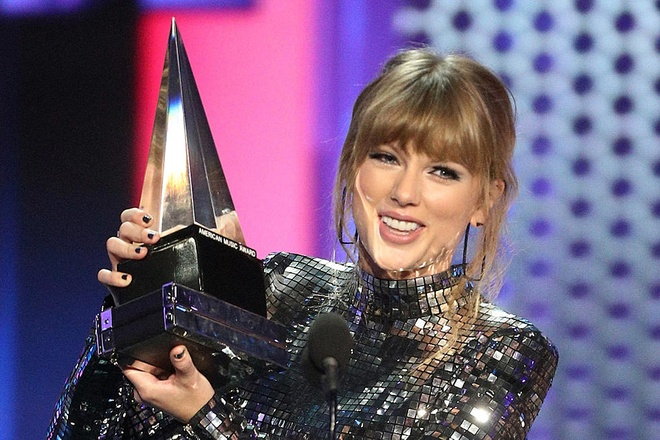 Taylor Swift tại lễ trao giải AMAs 2018 /// ẢNH: GETTYIMAGES