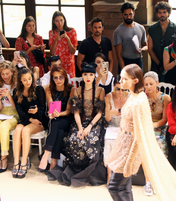 jessica-minh-anh-front-row-galia-lahav-paris-fashion-week-bb-baaacbg4kz_aheq.jpg