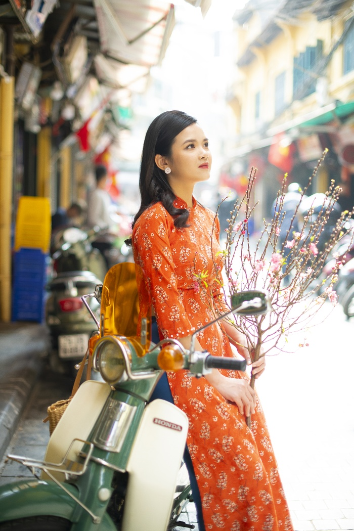 A set of photos that are memorable to the couple's old Tet in Hanoi - photo 5