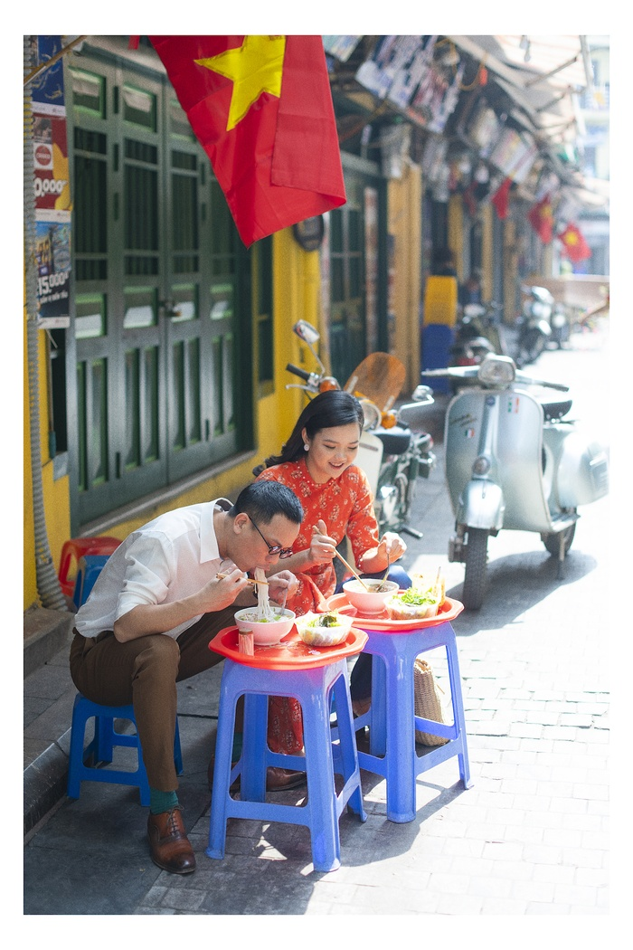 A set of photos that are memorable to the couple's old Tet in Hanoi - photo 3