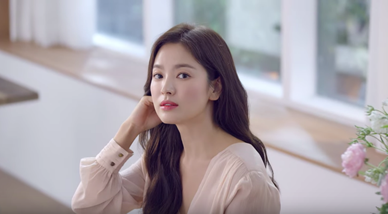 After the divorce, Song Hye Kyo's beauty became more and more beautiful, radiant /// PHOTO: CUTTING FROM VIDEO