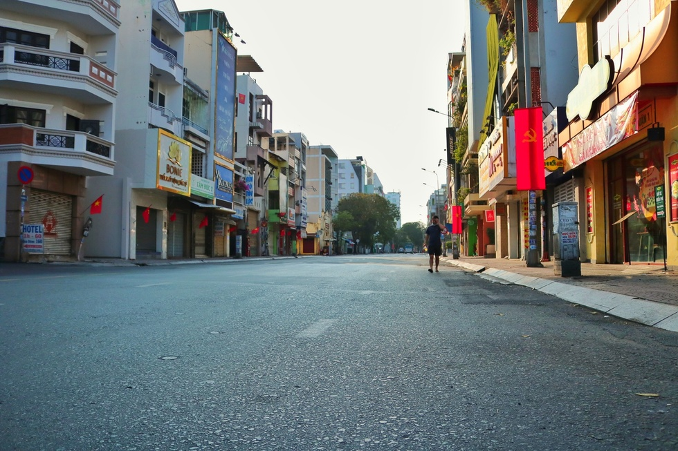 The moment when Saigon Street in the early morning of the New Year, Tan Suu without people, the most peaceful - photo 1