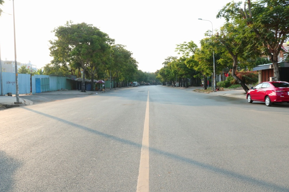 The moment Saigon Street early in the morning, on the first day of the New Year, Tan Suu without people, the most peaceful - photo 2