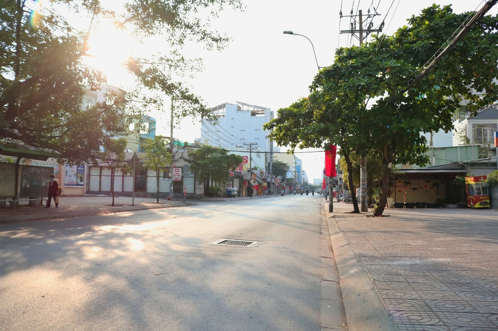 The moment Saigon Street early in the morning, on the first day of the New Year, Tan Suu without people, the most peaceful - photo 4