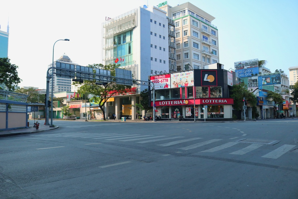 The moment Saigon Street early in the morning, on the first day of the New Year, Tan Suu without people, the most peaceful - photo 10