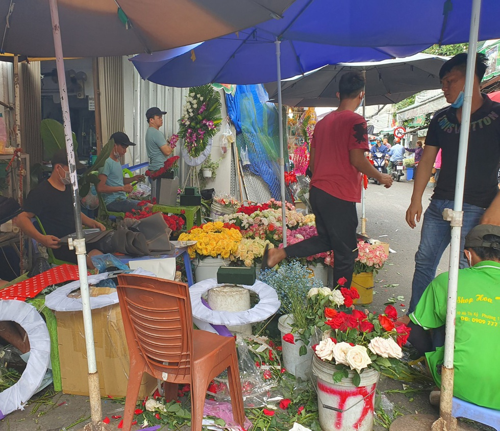 Roses cost 3 million / bunch, Ho Thi Ky market bustling Valentine's Day 14.2 - photo 5